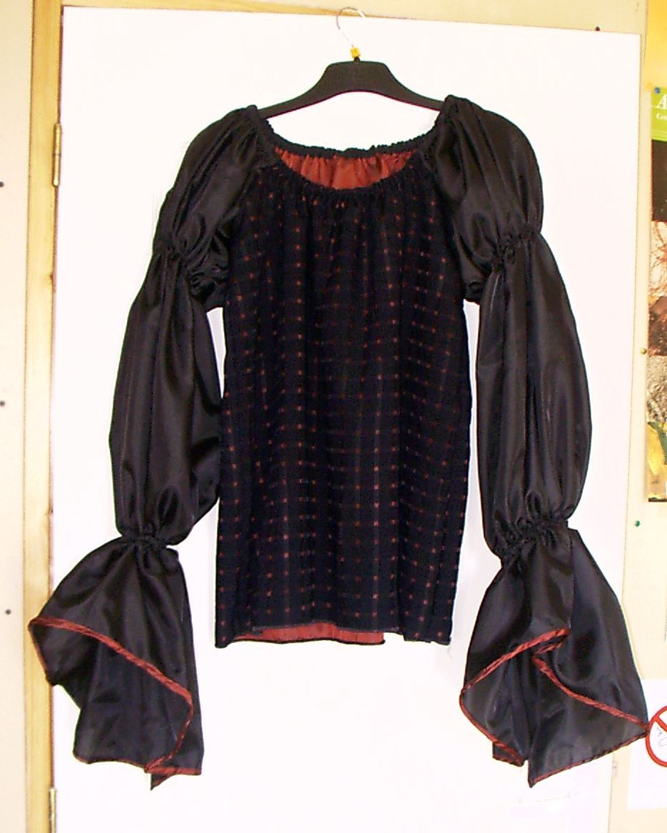 Blouse in black and red